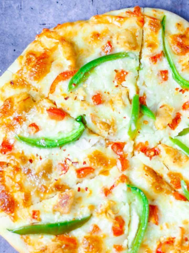 overhead view of sliced cajun chicken pizza